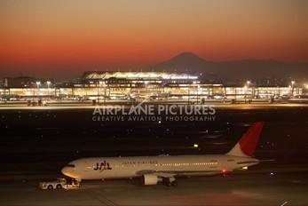 JA8264 - JAL - Japan Airlines Boeing 767-300