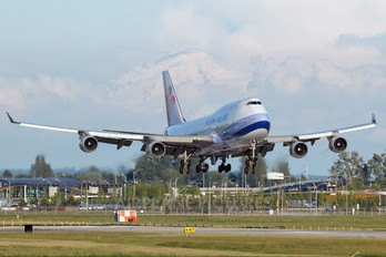 N168CL - China Airlines Boeing 747-400