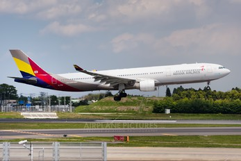 HL7794 - Asiana Airlines Airbus A330-300