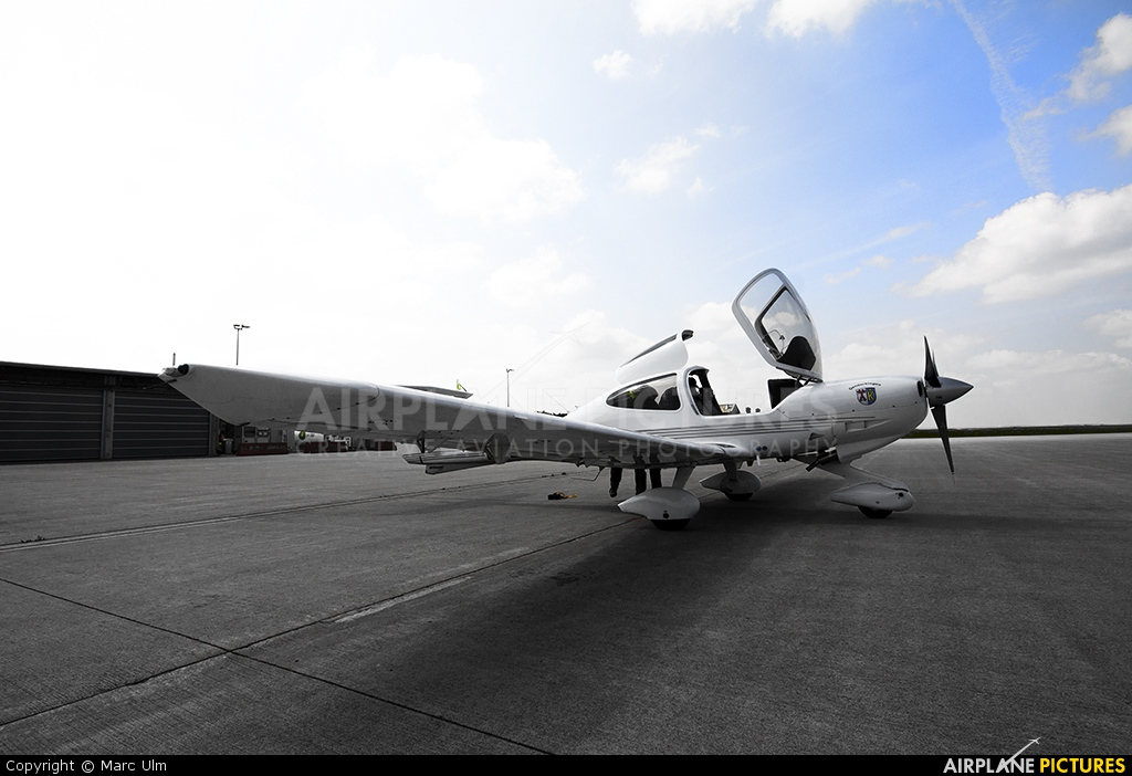 Private D-EDKY aircraft at Memmingen