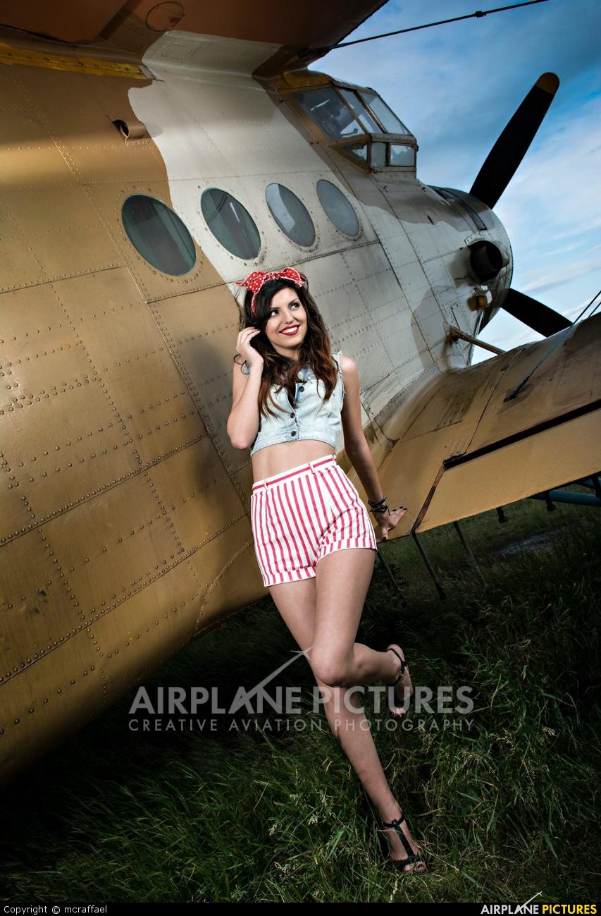 - Aviation Glamour - aircraft at Tuzla