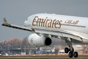 A6-EKS - Emirates Airlines Airbus A330-200
