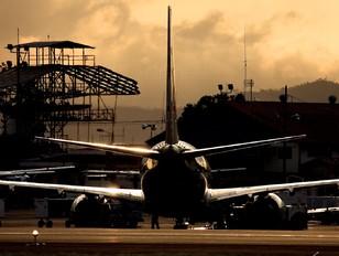 N958AN - American Airlines Boeing 737-800
