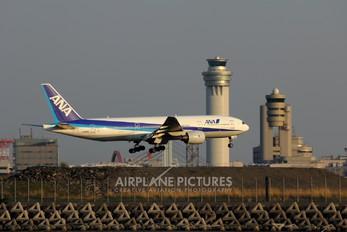 JA8199 - ANA - All Nippon Airways Boeing 777-200