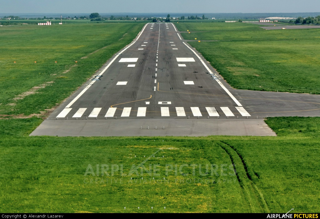 - Airport Overview - aircraft at Homel