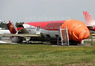 - - Avianca Fokker 100