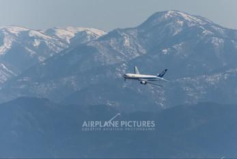 JA8287 - ANA - All Nippon Airways Boeing 767-300