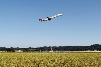 JA004D - JAL - Japan Airlines McDonnell Douglas MD-90