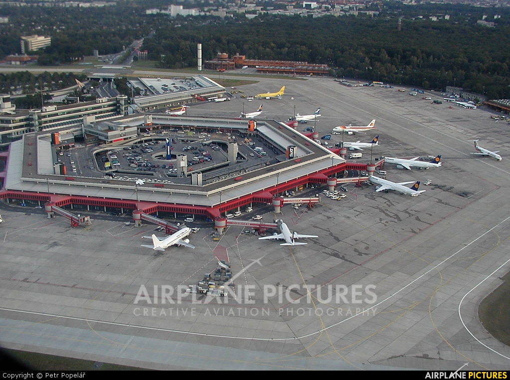 - Airport Overview - aircraft at Berlin - Tegel