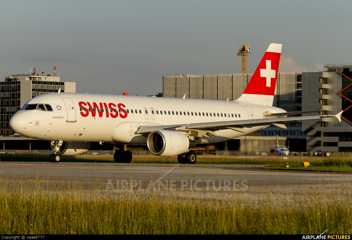 Swiss HB-JLR aircraft at Zurich