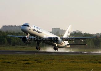 VP-BLT - UTair Boeing 757-200