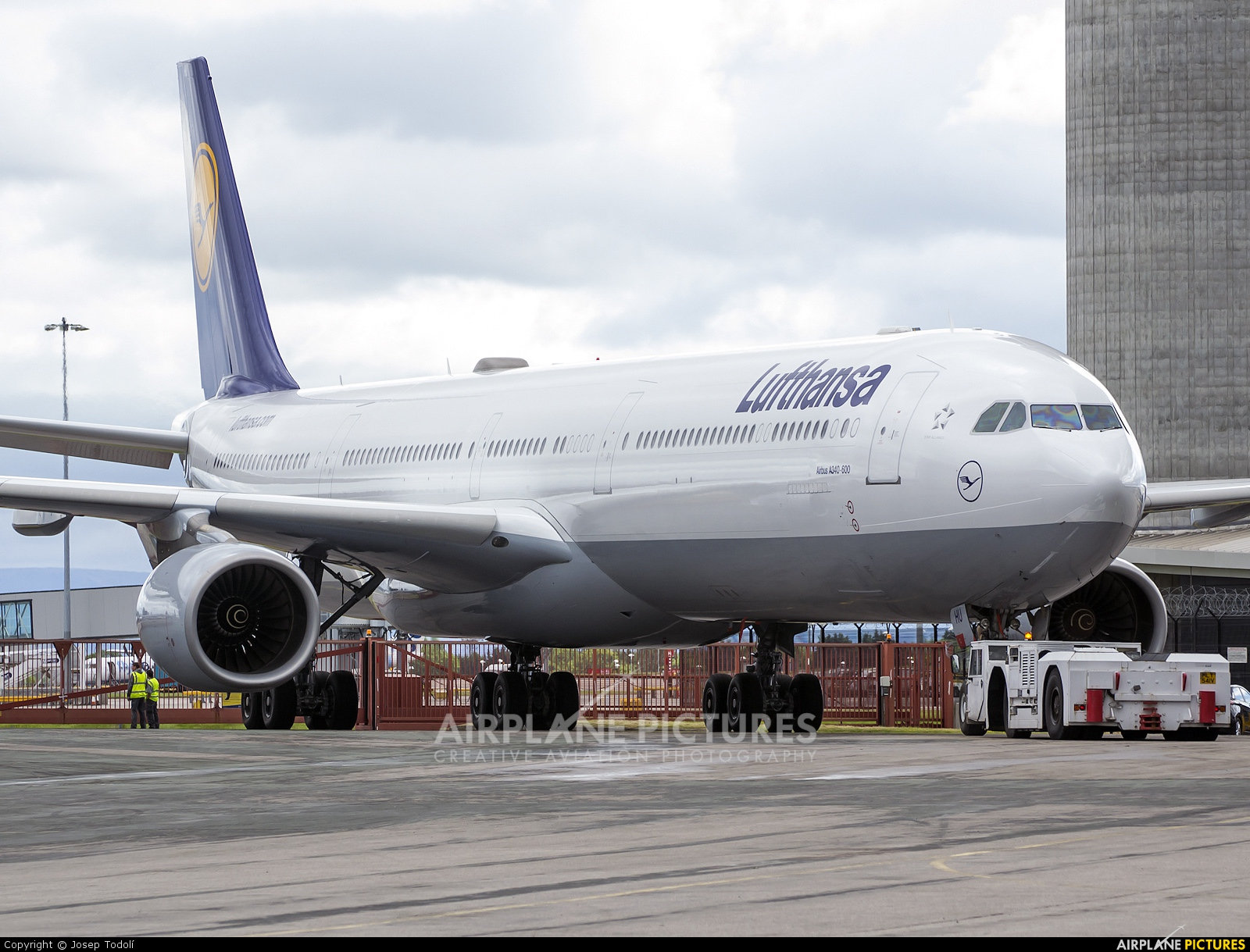 d aihu lufthansa airbus a340 600 at manchester photo id 295971 airplane. Black Bedroom Furniture Sets. Home Design Ideas
