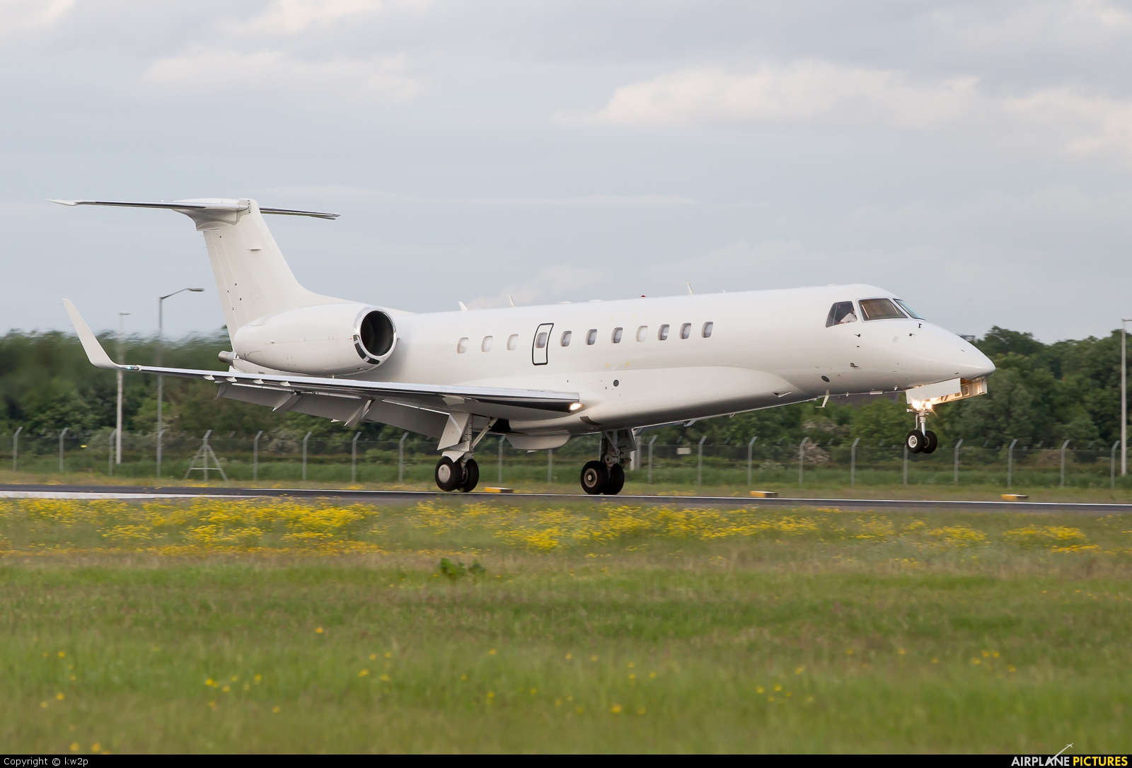 EMBRAER 135 a Líneas Aéreas del Estado (LADE) 296721