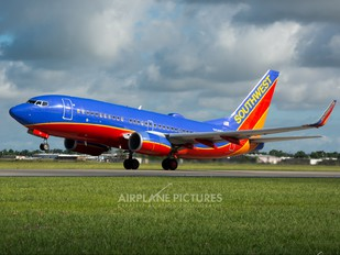 N414WN - Southwest Airlines Boeing 737-700