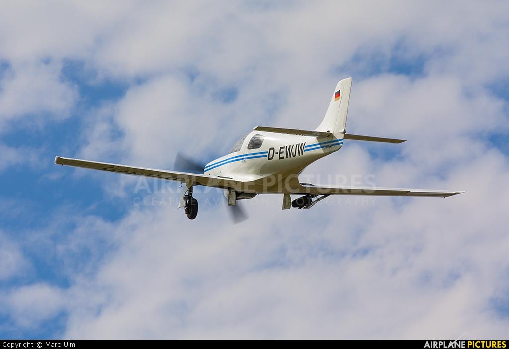 Private D-EWJW aircraft at Donauwörth - Genderkingen