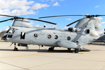 153330 - USA - Marine Corps Boeing CH-46E Sea Knight