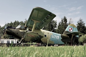 4719 - Poland - Air Force Antonov An-2