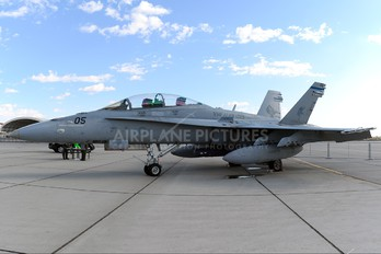 165680 - USA - Marine Corps McDonnell Douglas F/A-18D Hornet