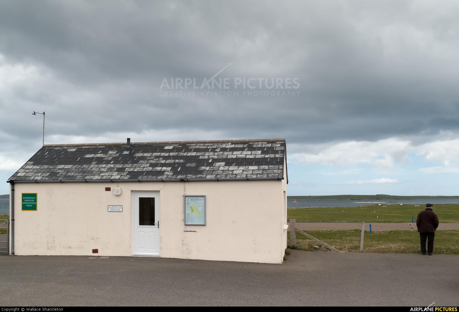 - Airport Overview - aircraft at Westray