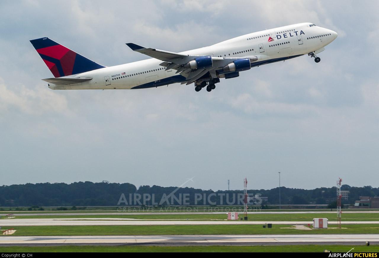 Delta Air Lines N667US aircraft at Atlanta - Hartsfield-Jackson Intl
