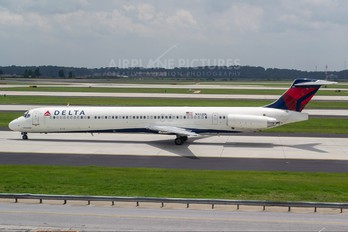 N932DL - Delta Air Lines McDonnell Douglas MD-88