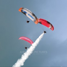 - - Private Parachute Para-Sailing