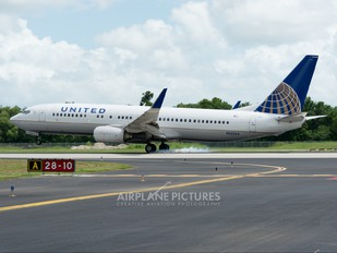 N33264 - United Airlines Boeing 737-800