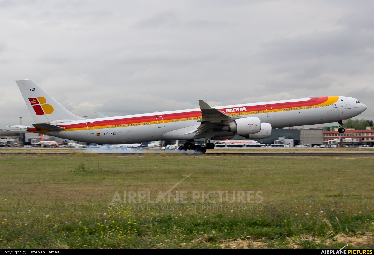 Iberia EC-KZI aircraft at Madrid - Barajas
