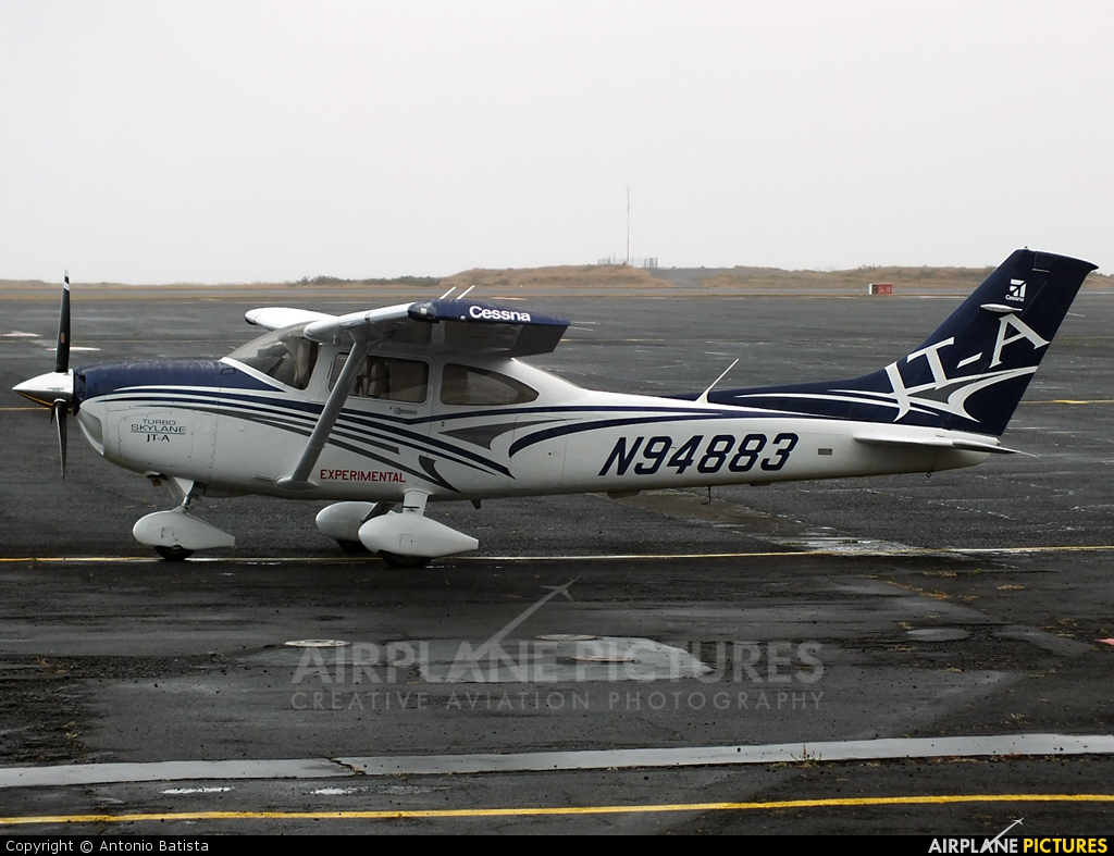 Private N94883 aircraft at Azores - Santa Maria
