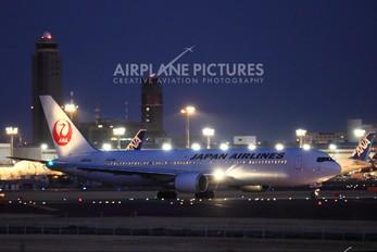 JA654J - JAL - Japan Airlines Boeing 767-300ER