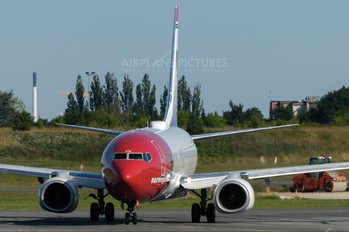 LN-DYS - Norwegian Air Shuttle Boeing 737-800