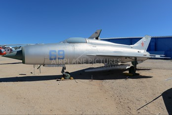 N21MF - Private Mikoyan-Gurevich MiG-21PF