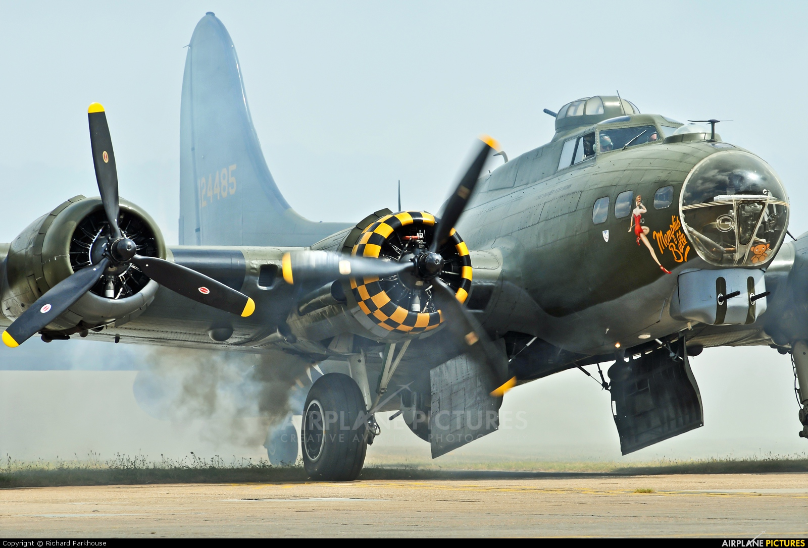 B17 Preservation G-BEDF aircraft at Duxford