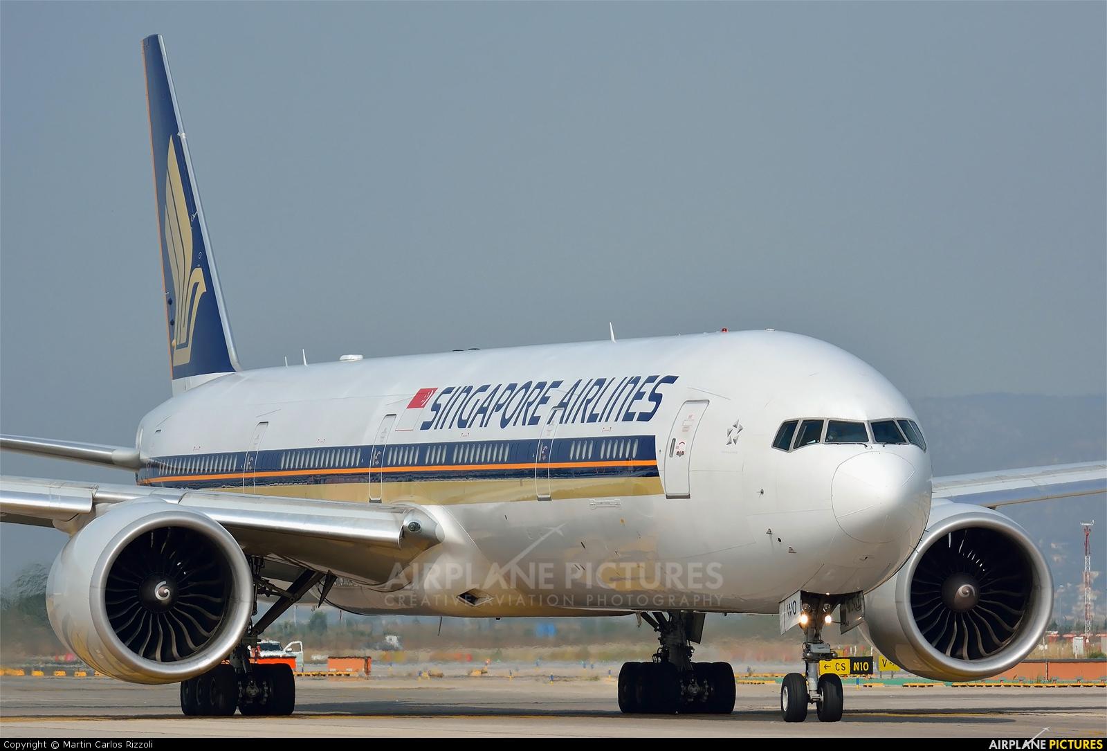 Singapore Airlines 9V-SWO aircraft at Barcelona - El Prat