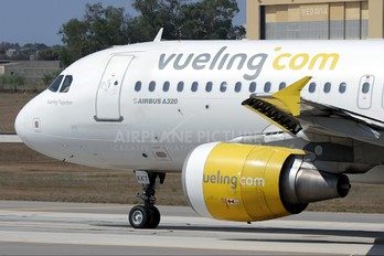 EC-KKT - Vueling Airlines Airbus A320