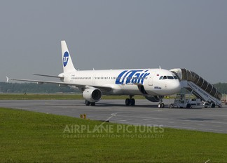 VP-BPS - UTair Airbus A321