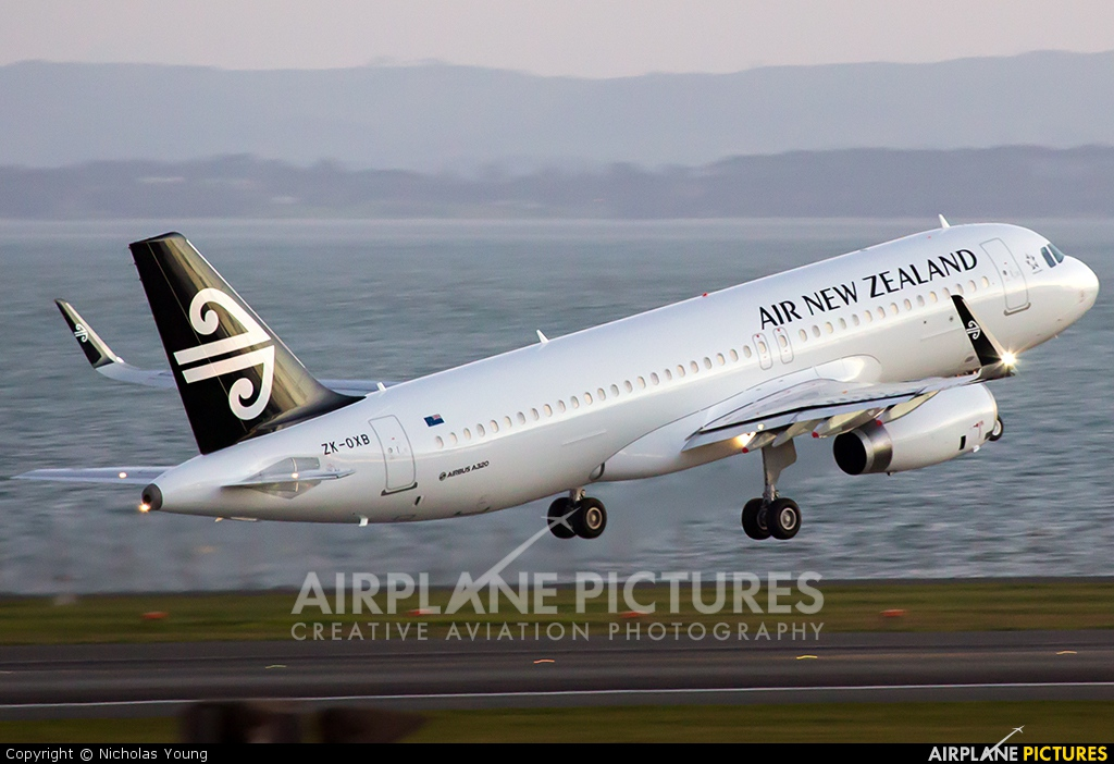 Air New Zealand ZK-OXB aircraft at Auckland Intl