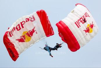 - - Red Bull Sky Dive Team Parachute Parachute - tandem