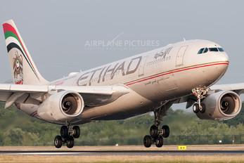 A6-EYM - Etihad Airways Airbus A330-200