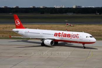 TC-ATR - Atlasjet Airbus A321
