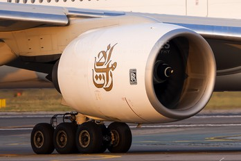 A6-EMT - Emirates Airlines Boeing 777-300