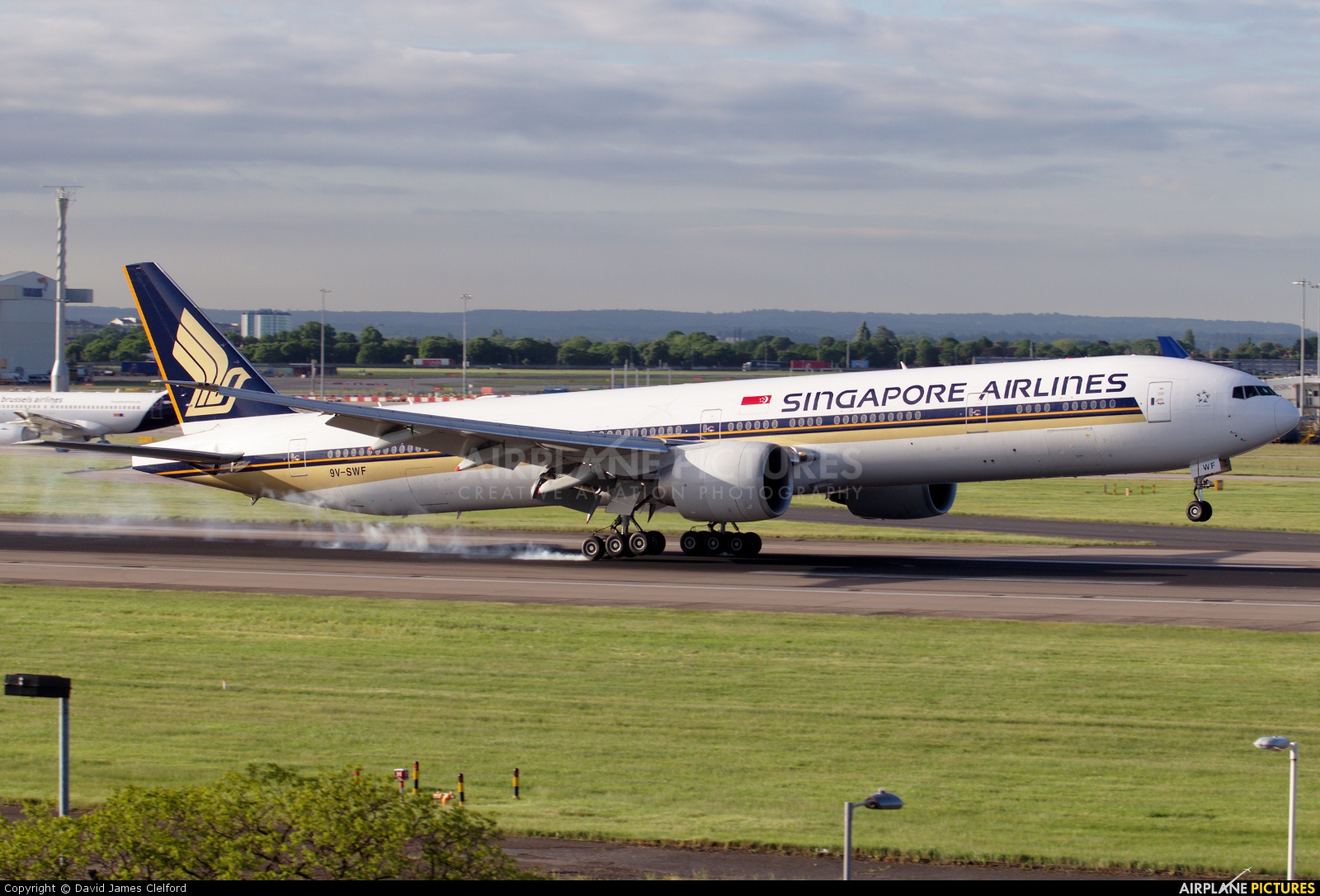 Singapore Airlines 9V-SWF aircraft at London - Heathrow
