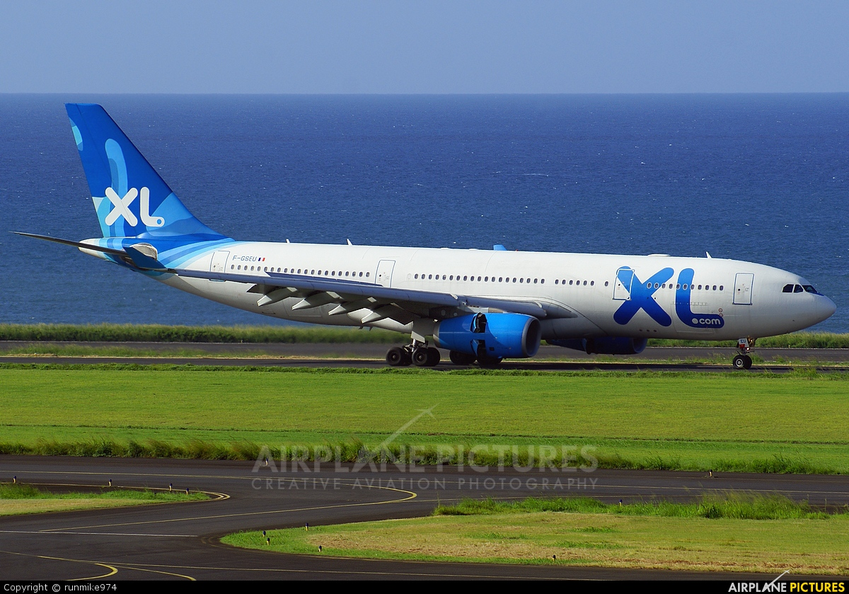 F gseu xl airways france airbus a330 200 at roland for Airbus a330 xl airways interieur
