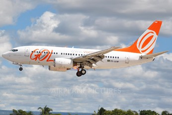 PR-GOM - GOL Transportes Aéreos  Boeing 737-700