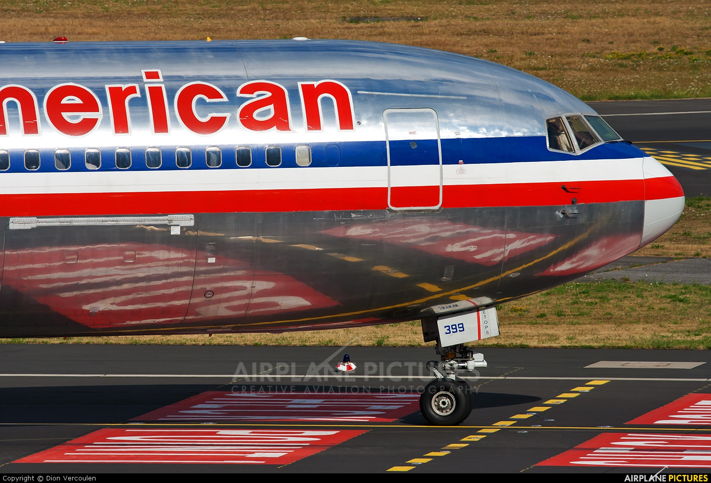 American Airlines N399AN aircraft at Düsseldorf