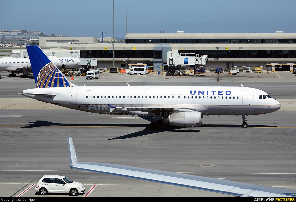 United Airlines N481UA aircraft at San Francisco Intl