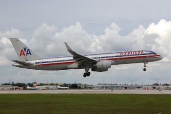 N693AA - American Airlines Boeing 757-200