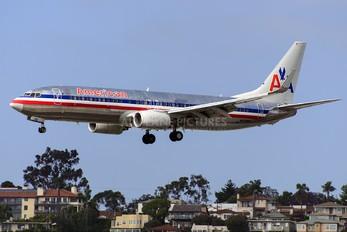N979AN - American Airlines Boeing 737-800