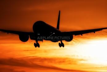 - - KLM Boeing 777-300ER