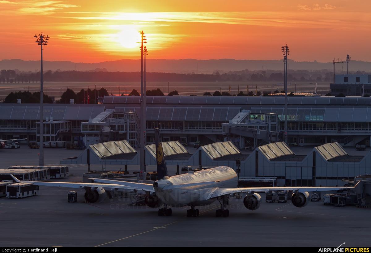 Lufthansa D-AIHT aircraft at Munich